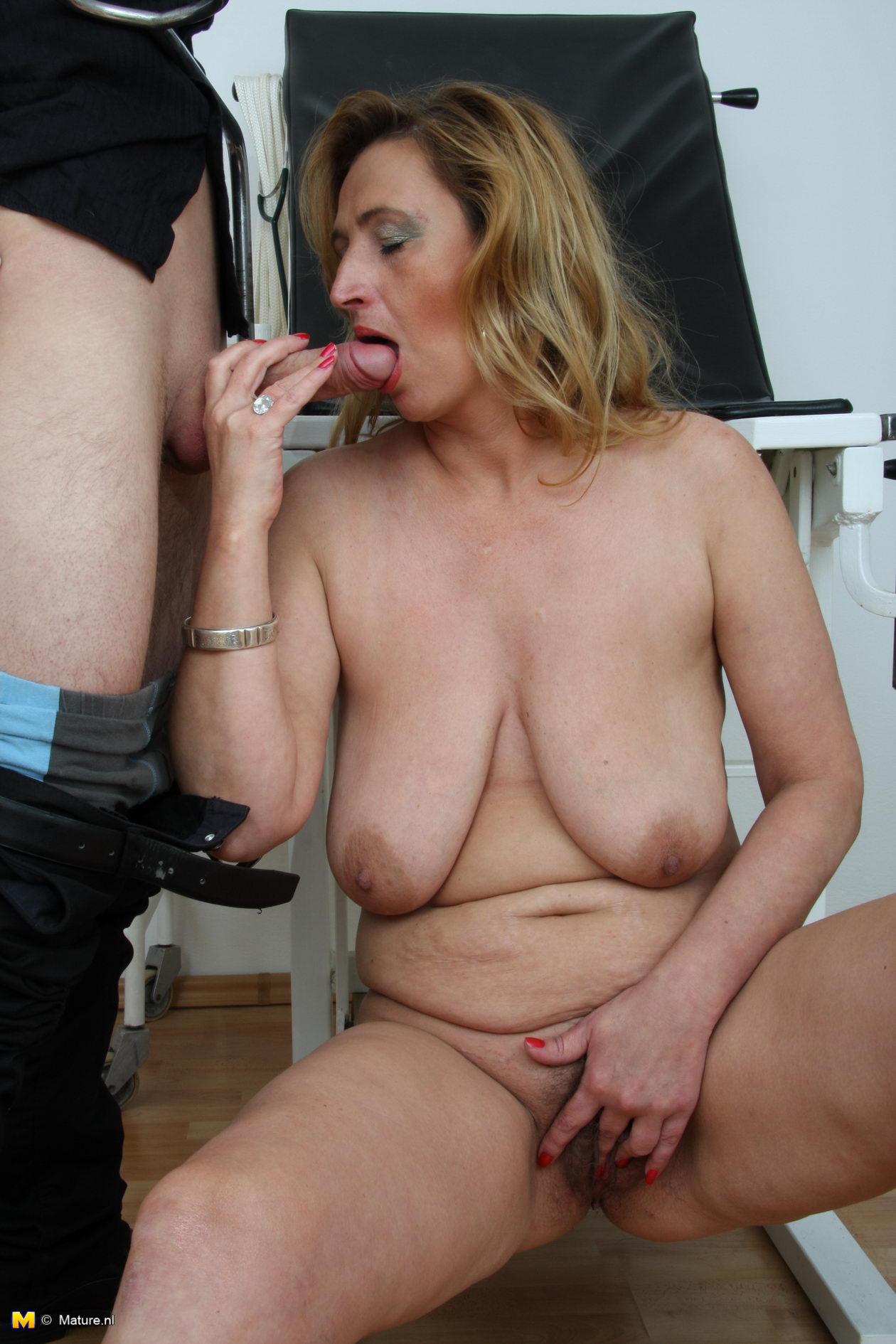 Horny amateur mature slut