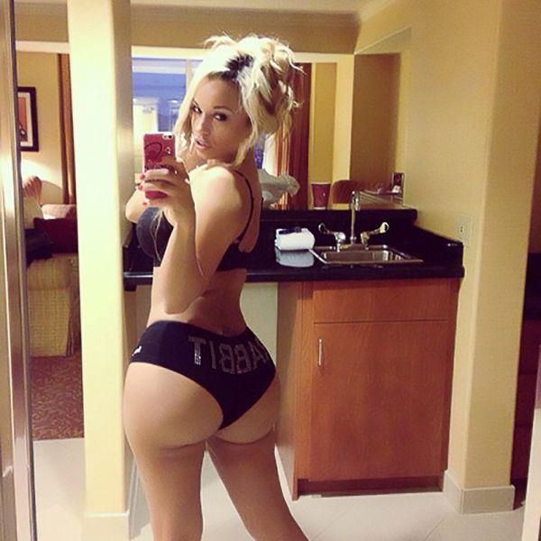 Bubble butt selfie