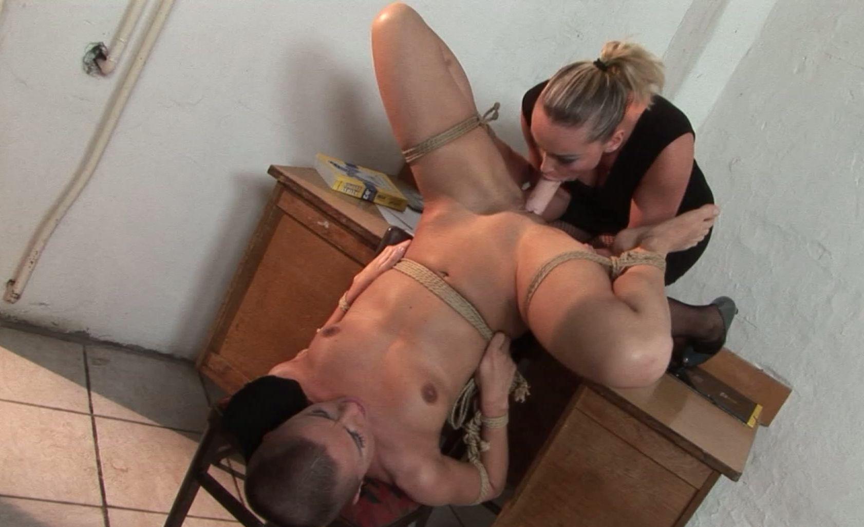 nude milf moms blonde Amateur naked