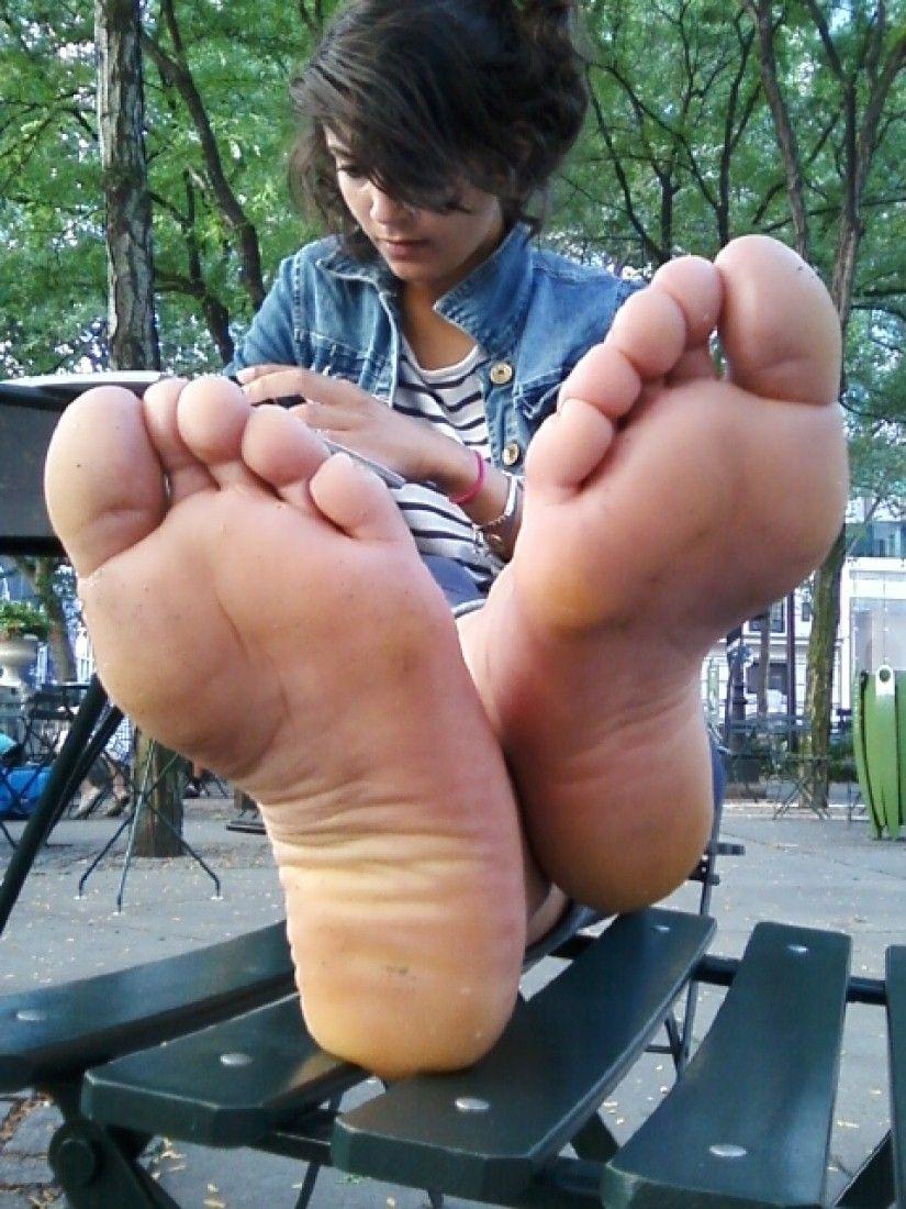Teen girl feet soles toes