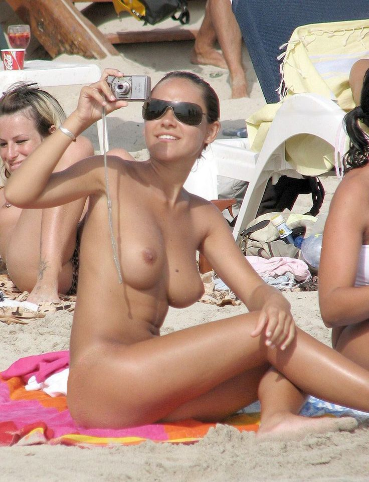 Girls naked on beaches free pictures