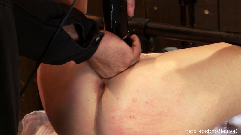 Naked girl full body massage