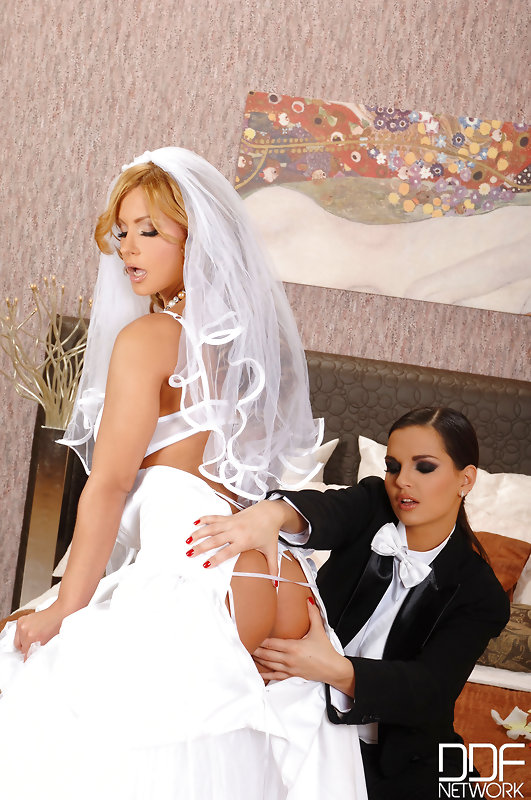 Eve angel and dorothy black lesbian wedding