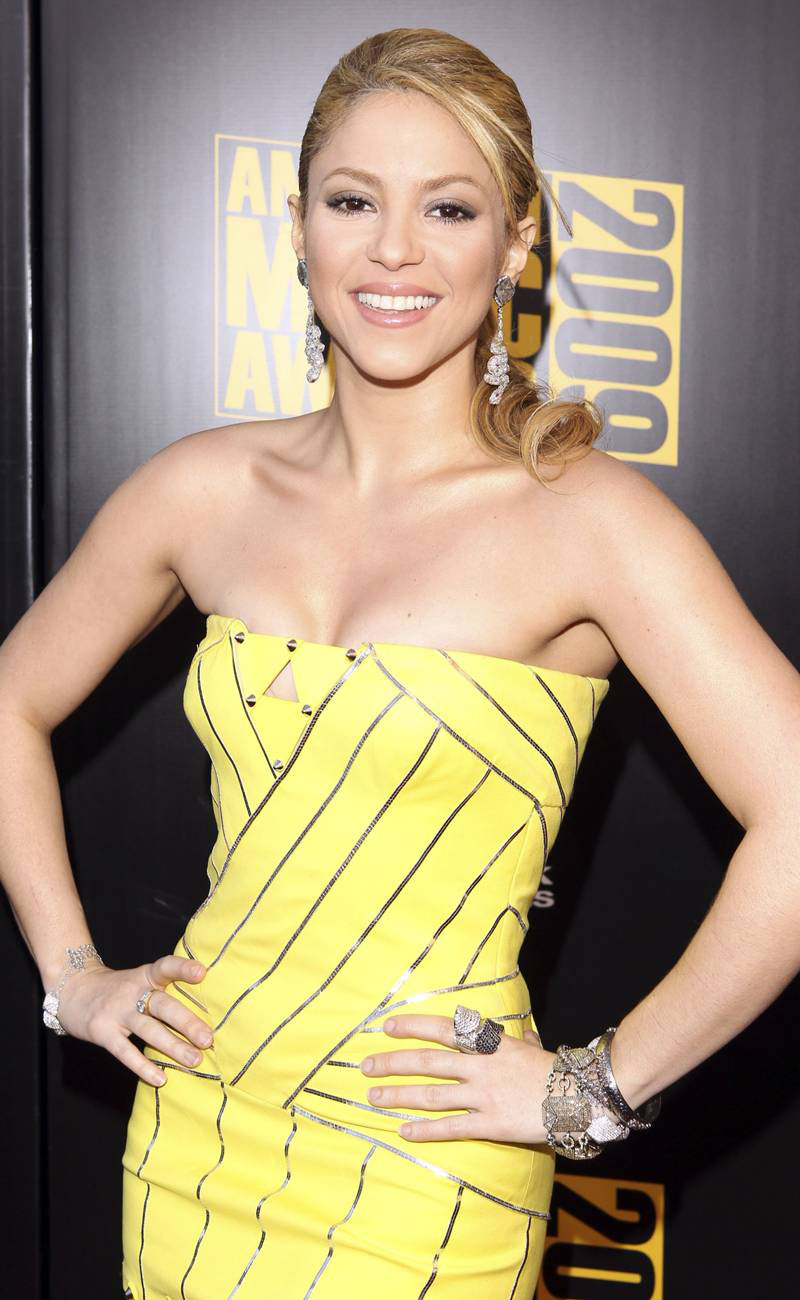 yellow dress Shakira
