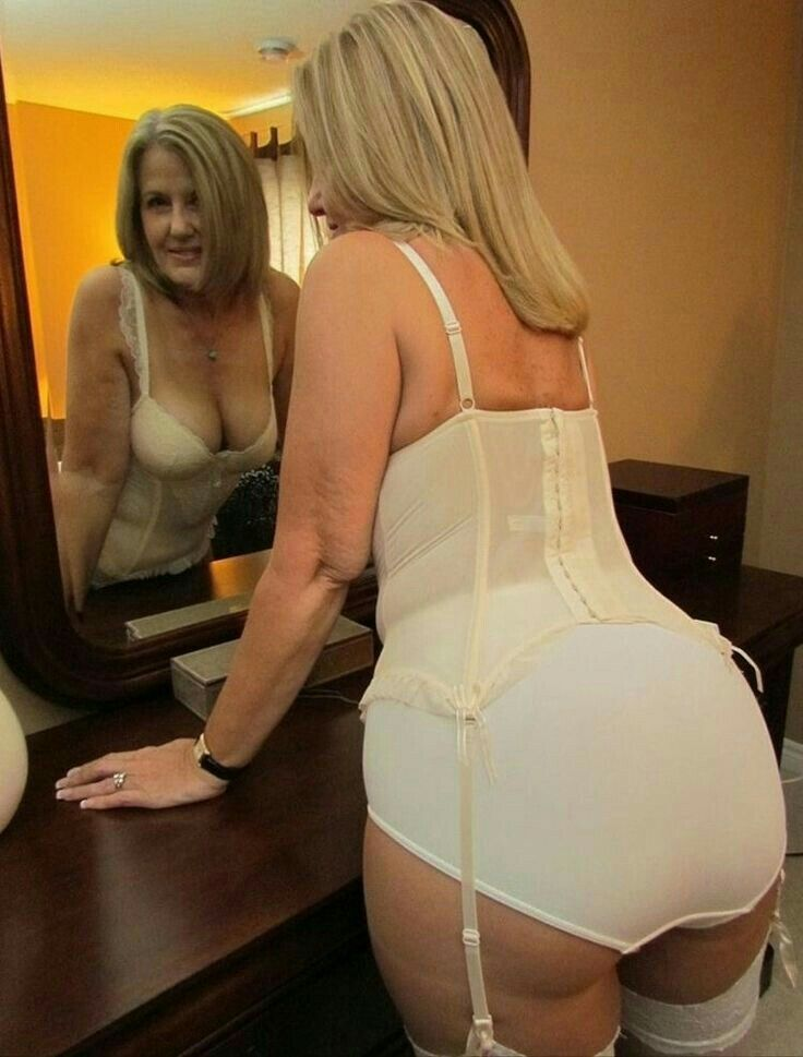 Sexy cougar ass in panties