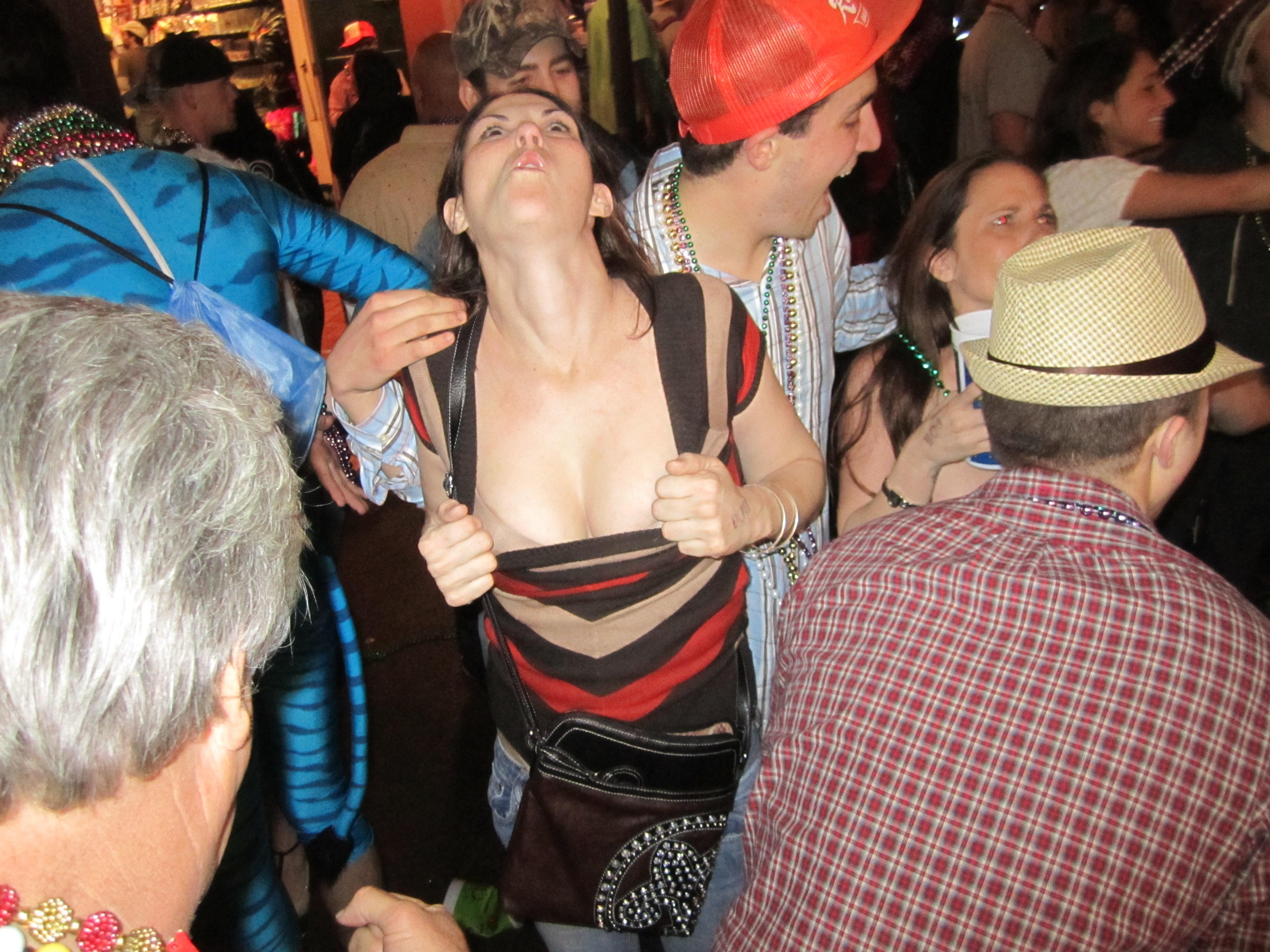 Gra mardi topless bourbon street