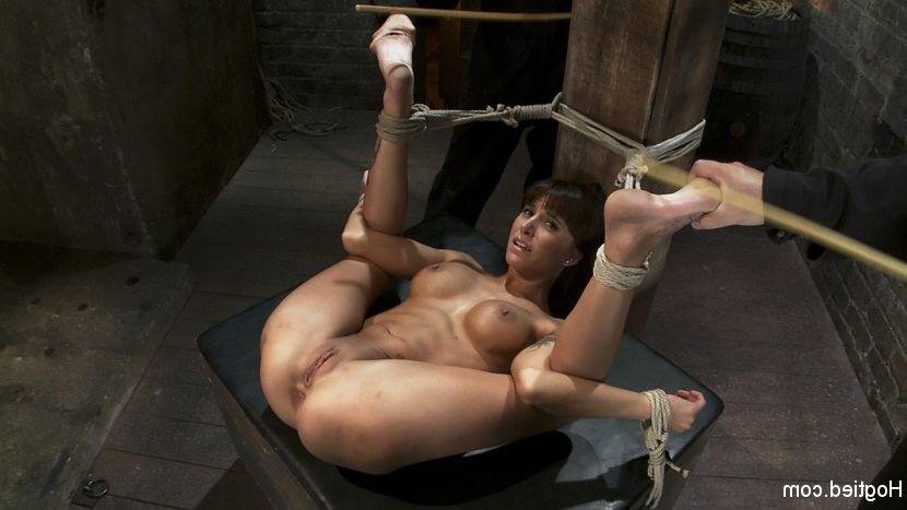 Lesbian sucking women feet in bondage