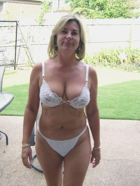 Homemade amateur cougar lingerie