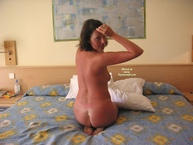 amateur wife completely nude Naked