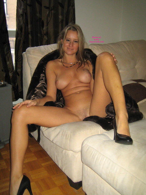 Blonde spread nude women legs