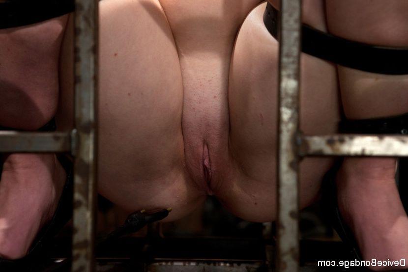 nude Skinny bald girl