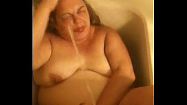Mature amateur wife drinking piss