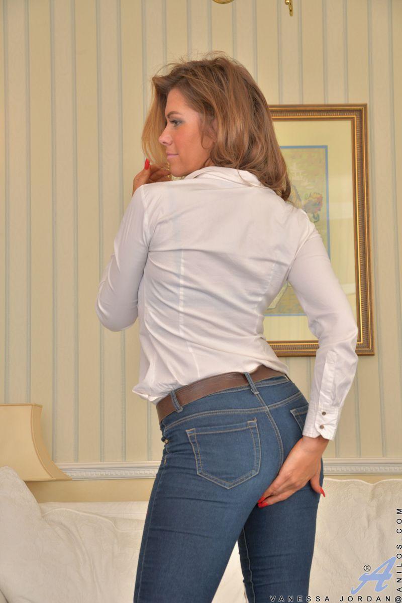 Mature brunette milf jeans