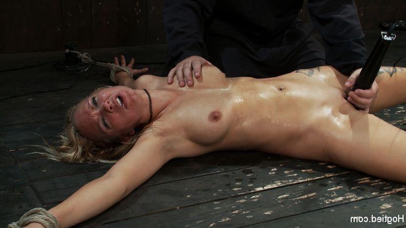 Asian amateur nude girls outdoors