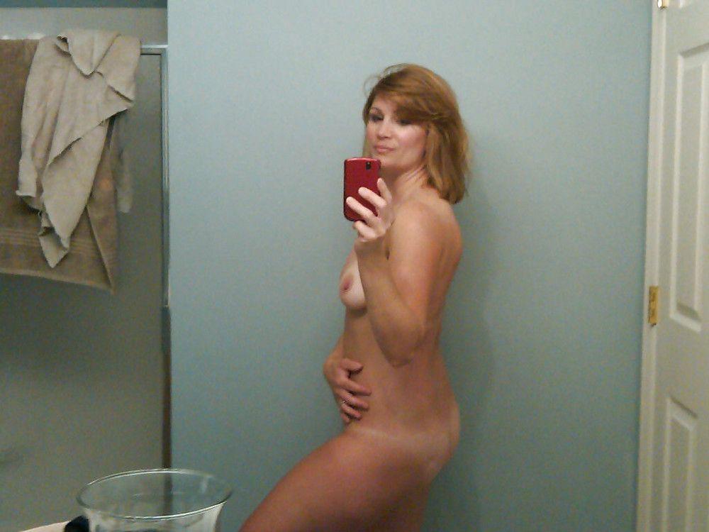 Hot naked mom selfies nude