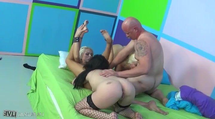 Stereoscopic shemale porn
