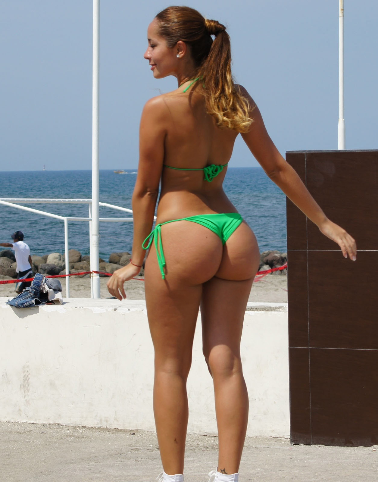 Big ass booty in bikini