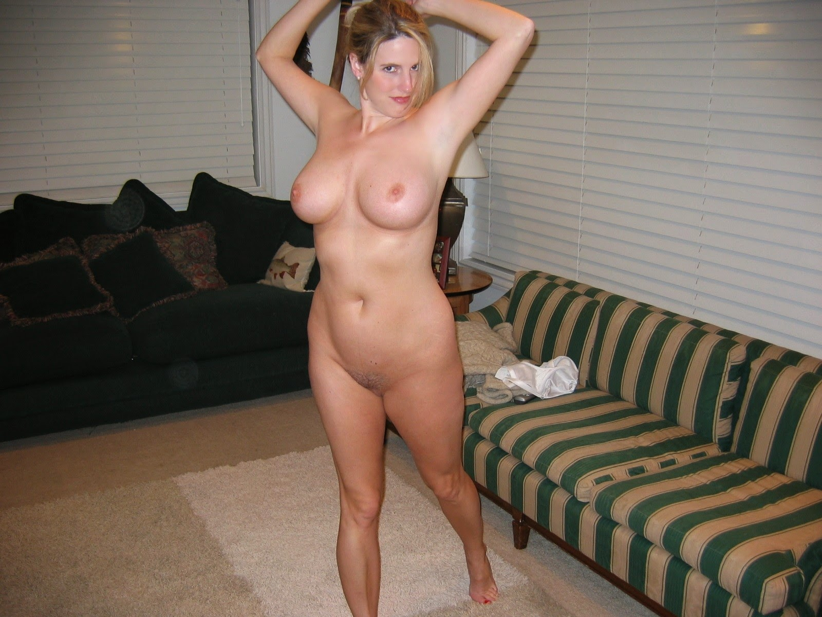 Amateur nude milf full frontal