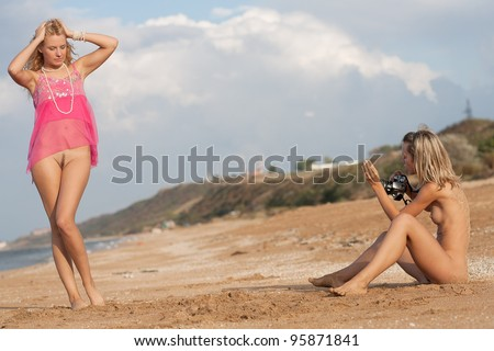 xxx-hot-grils-blonds-at-beach
