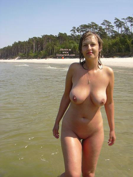 beach girl the blonde Naked on