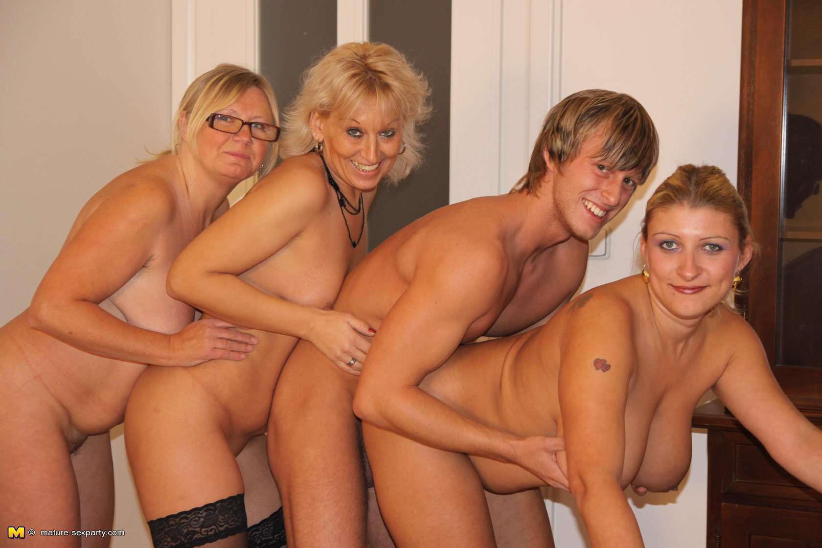 Mature mom fuck party