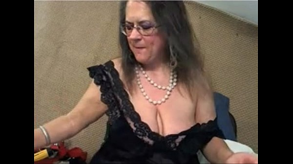 Mature saggy tits on