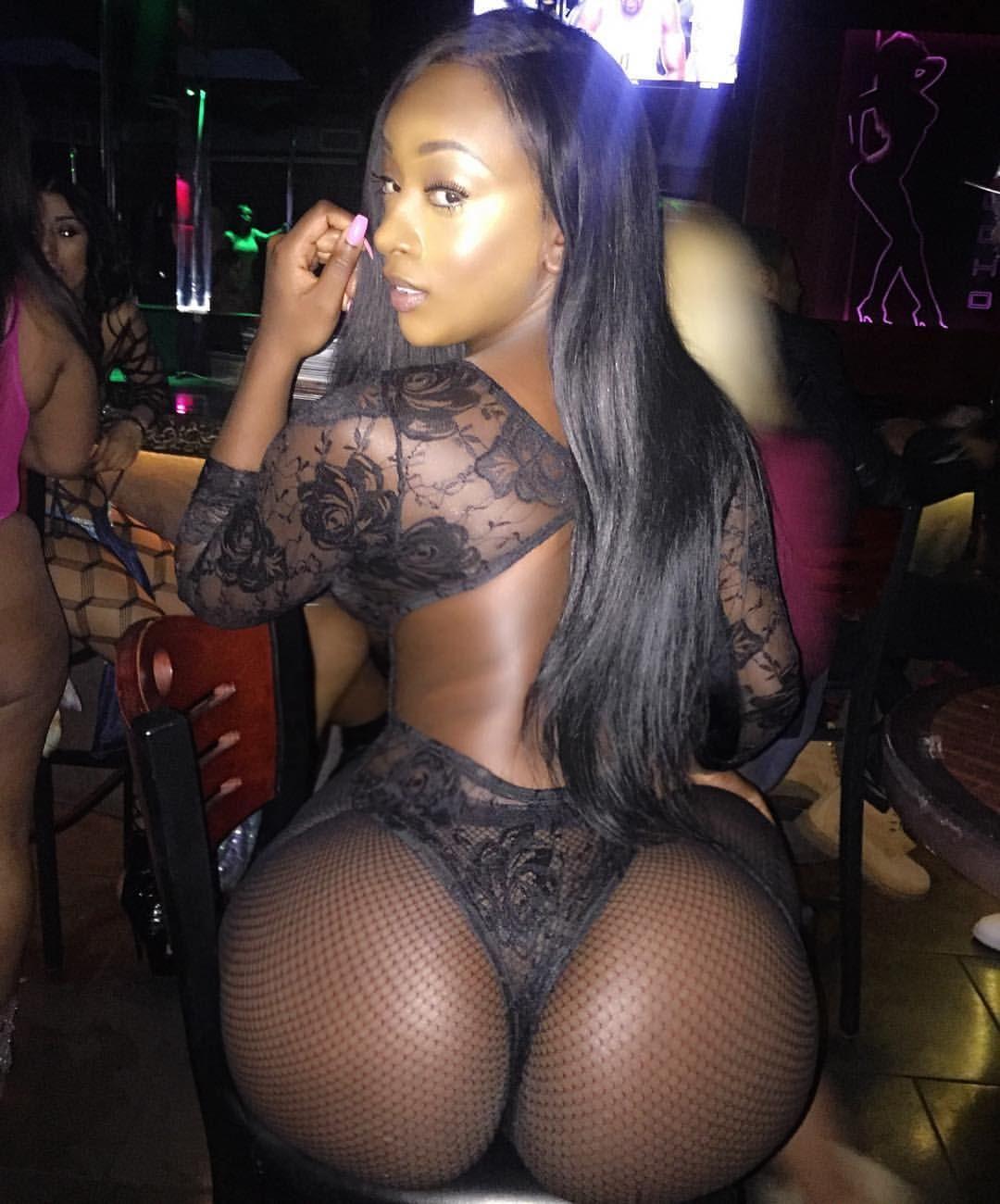 Ebony juicy booty hoochie