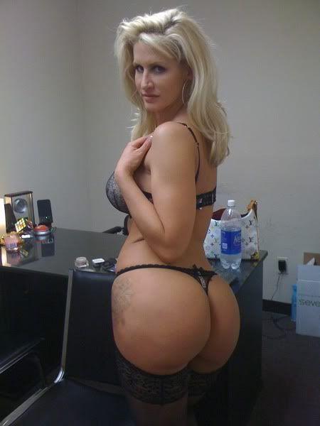 Big ass blonde cougar