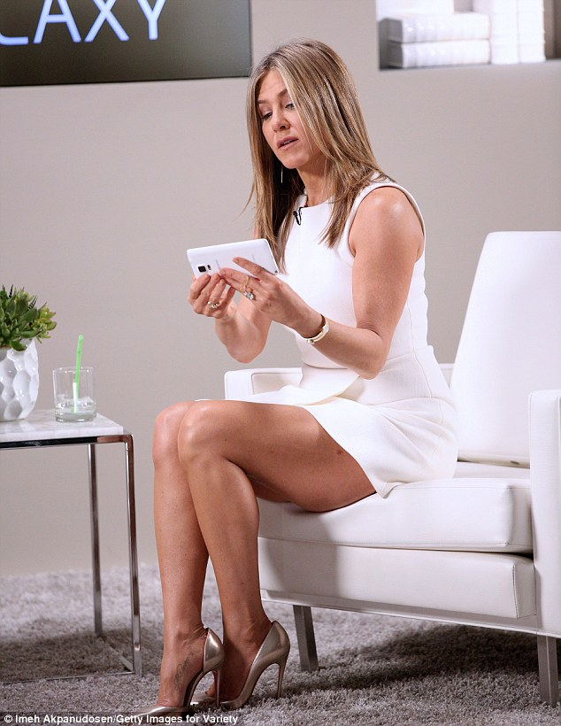 Jennifer aniston hot legs