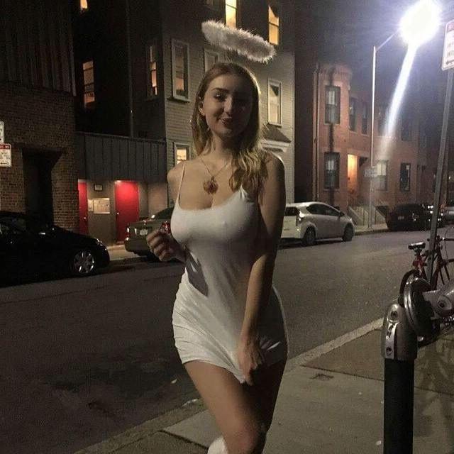 Anjelica ebbi kissing cock