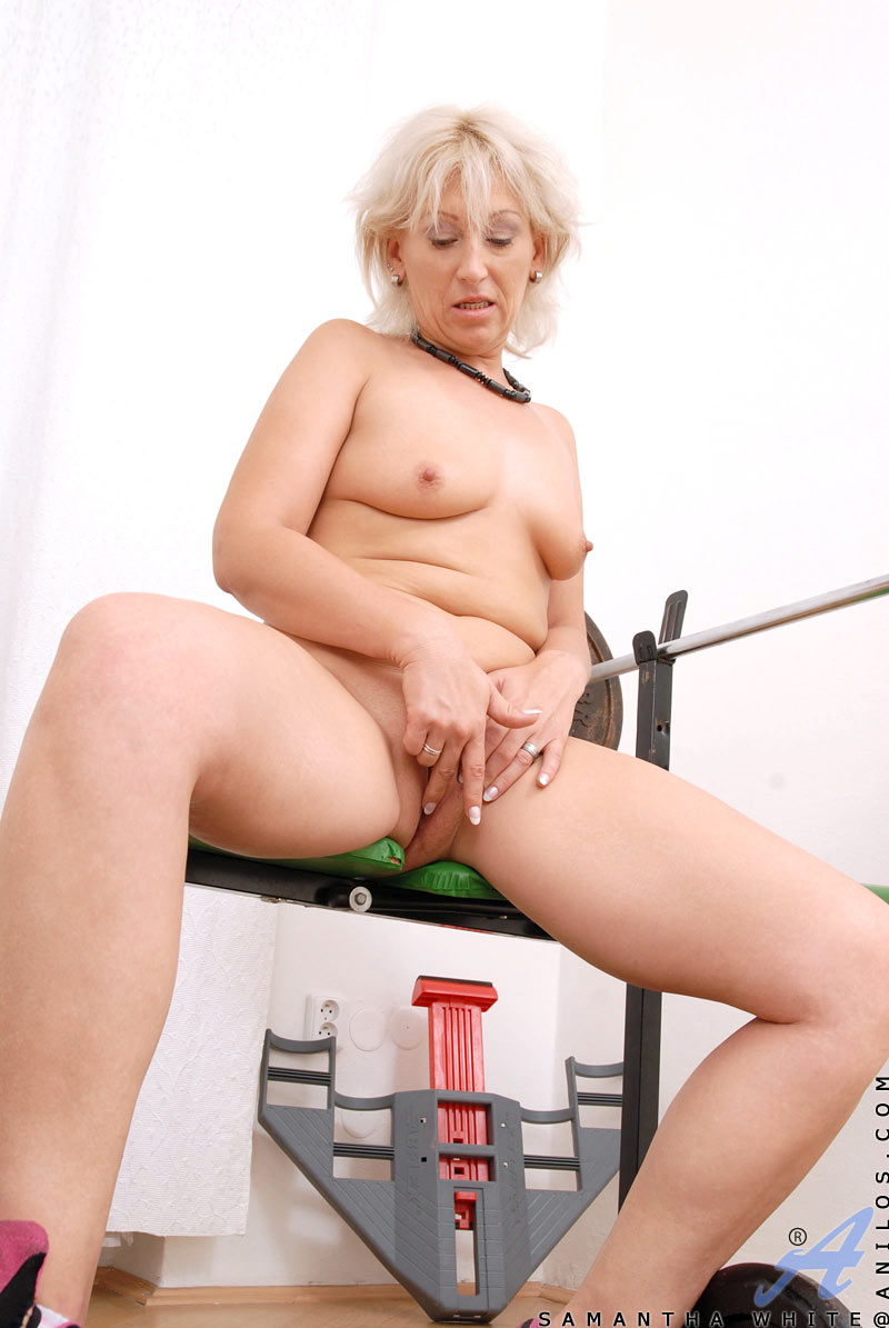 Samantha white milf