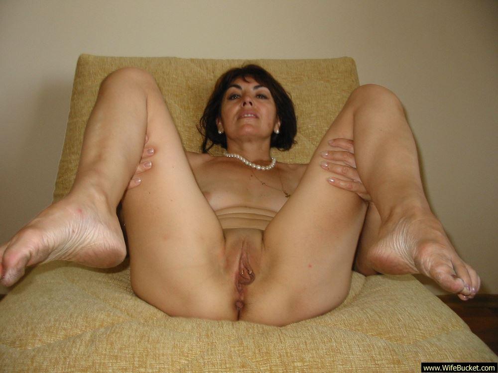 Mature amateur wives spread nude