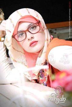 Beautiful hijab arab amateur