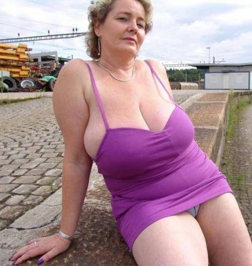Hot sexy mature milf big tits