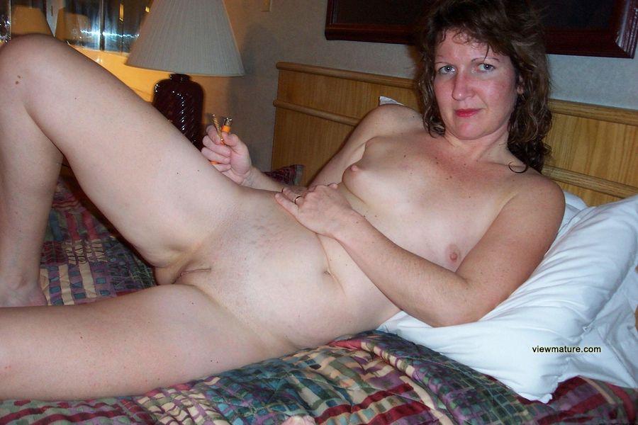 amateur wives nude Mature