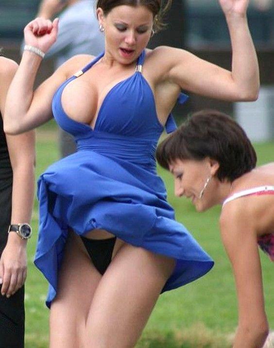 Amateur girls upskirt no panties
