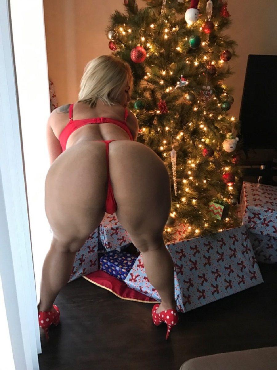 Blonde round ass big booty