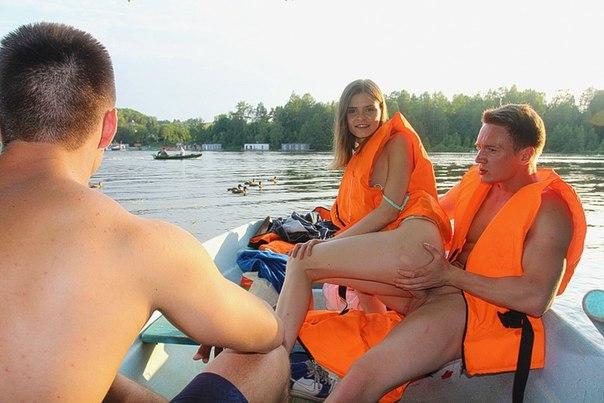 Threesome porn on a boat