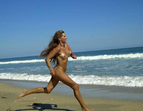 Sexy nude girls running