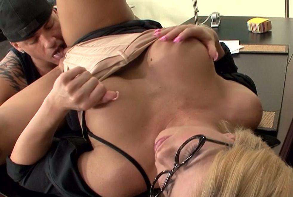 Hot mom anal porn