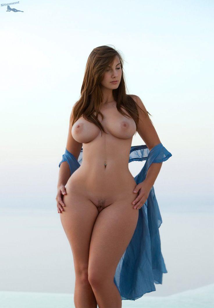 Very curvy nude women