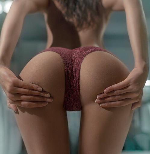 Nude sexy thigh gap ass