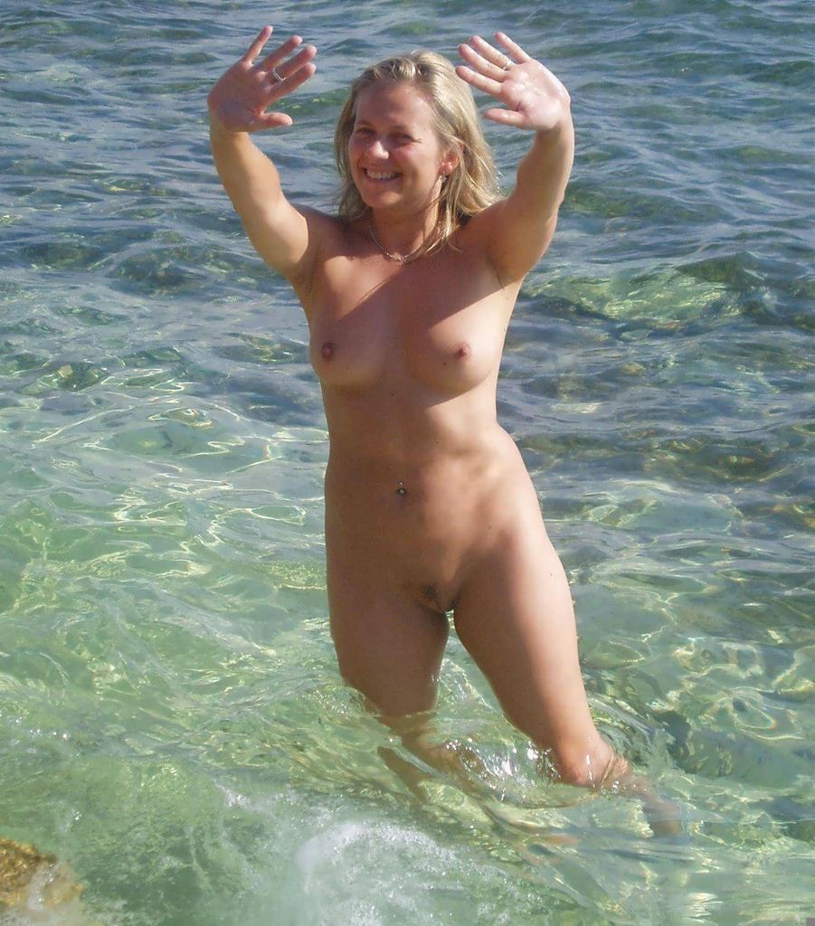 Naked family at nude beach girls