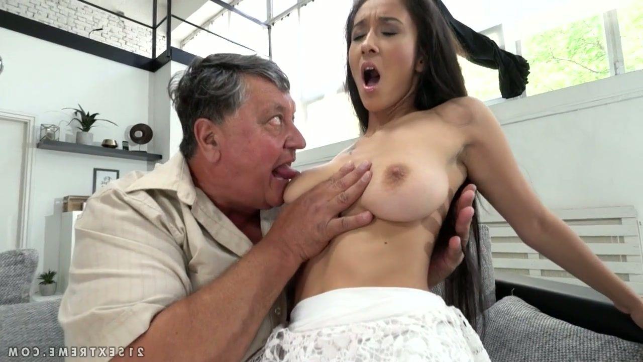 cassandra-peterson-nude-images-penis-bent