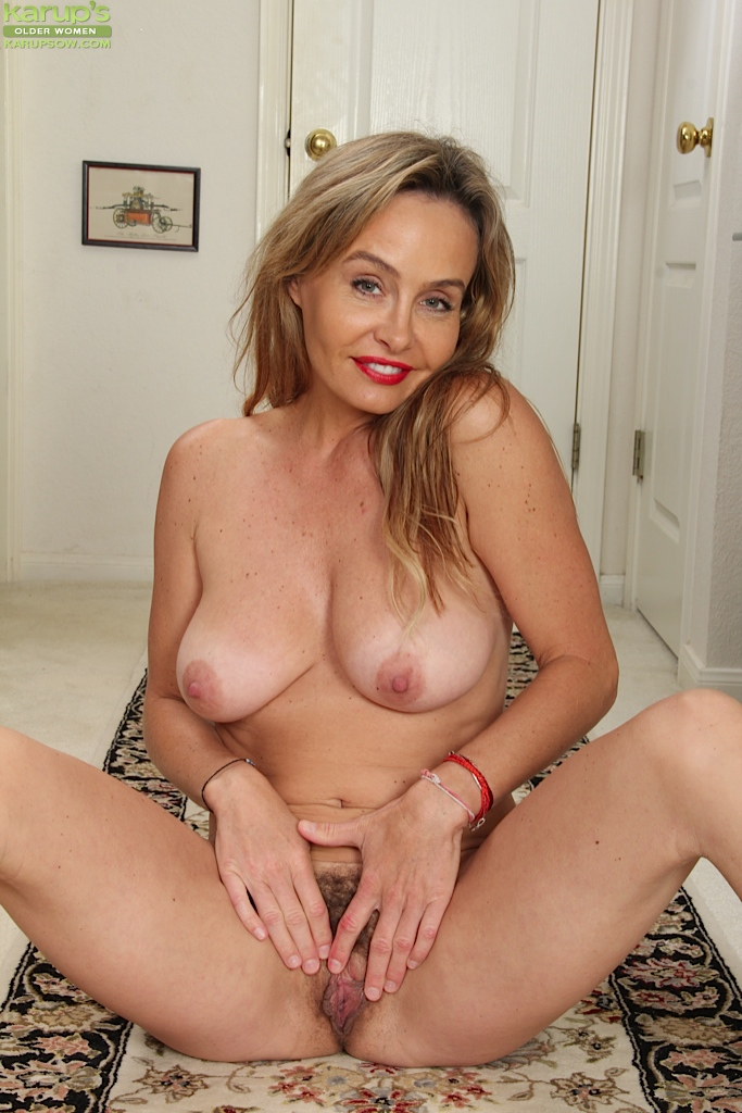 saggy tits hairy pussy Mature