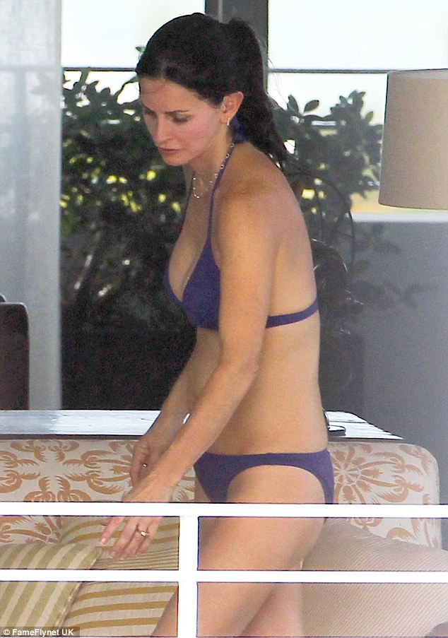 Courteney cox cougar town sexy