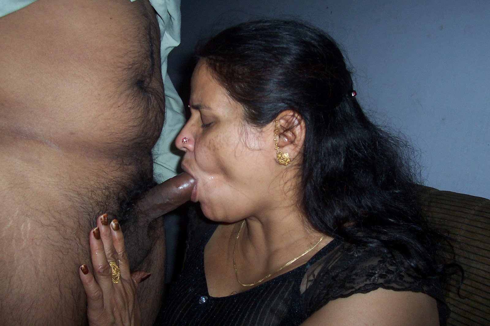 Desi indian aunty blowjob