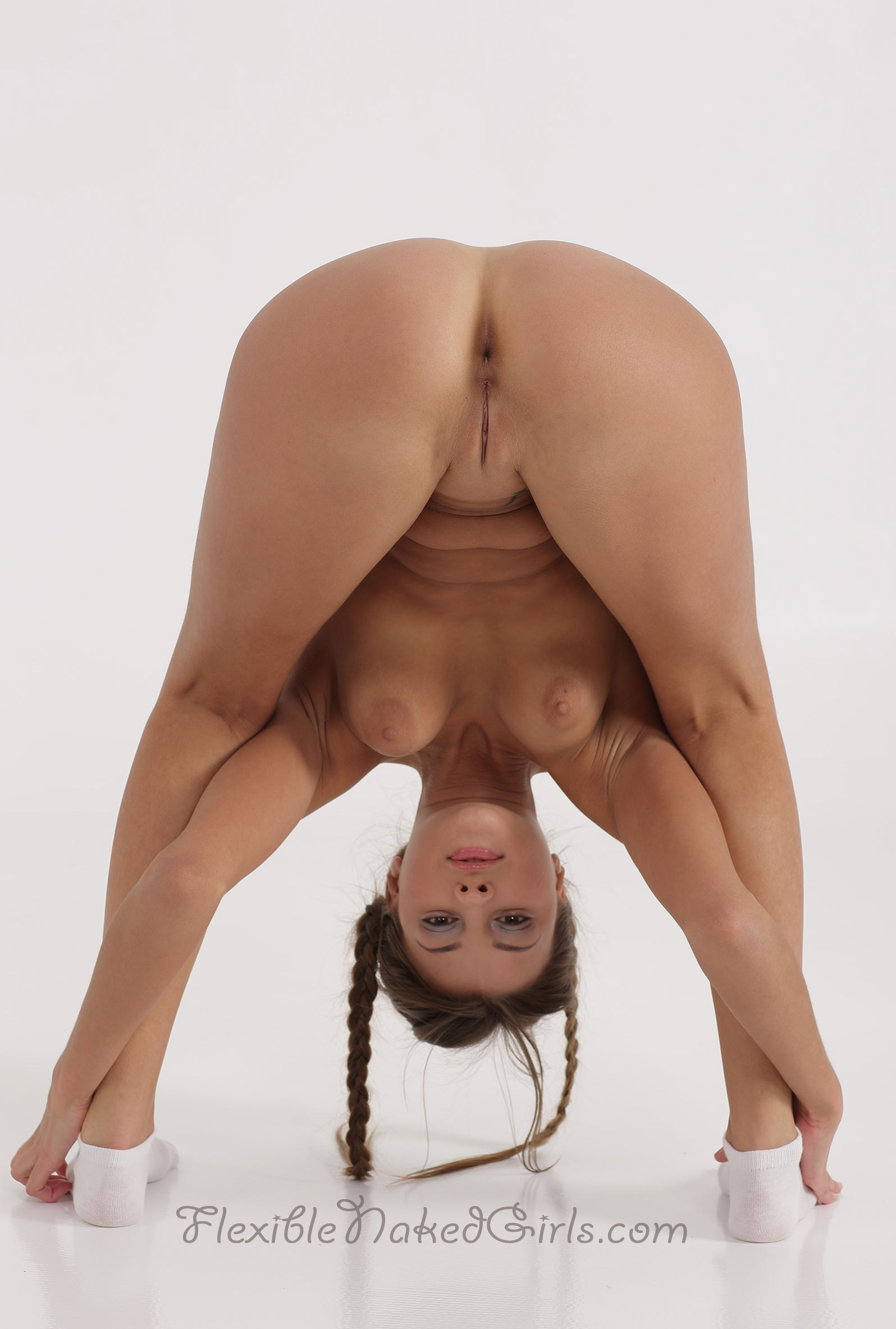 Super flexible nude girls