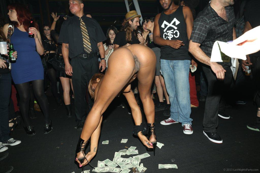 Night club girls naked
