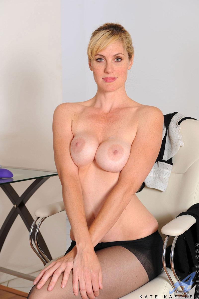 mature Beautiful blonde moms nude